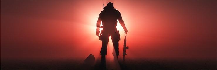 חייל על רקע שמש